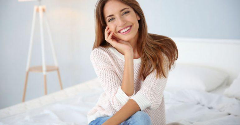 Woman smiling | what are dental veneers